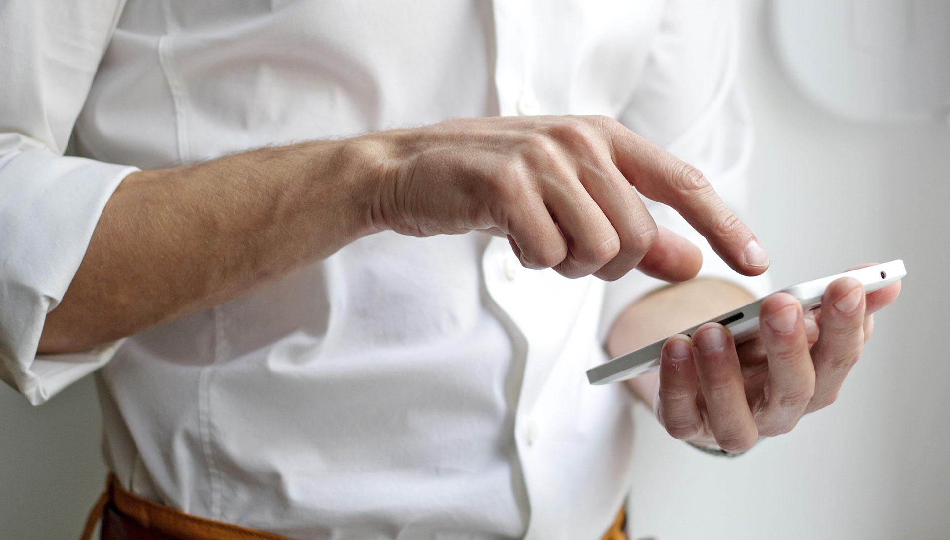 Teacher using Xhibit App on their smartphone